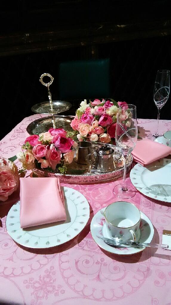 小笠原伯爵邸アレンジ ピンクのテーブル