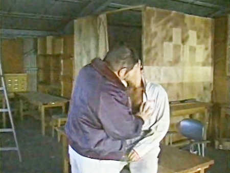 工場で年下工員に掘られるガチムチ親方