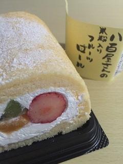 菓子工房 まるキッチン 八百屋さんの米粉入りフルーツロール