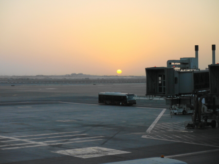 アブダビ空港の朝日