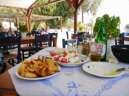 アグリオリバドビーチ昼食