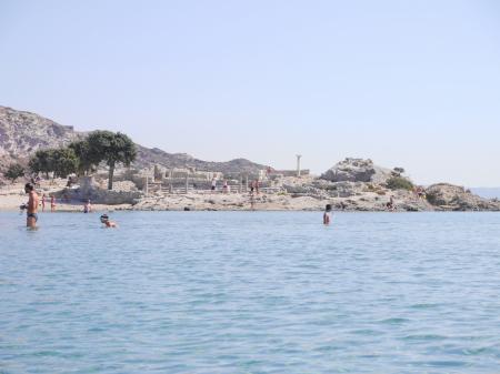 アギオステファノスビーチ 左手の遺跡