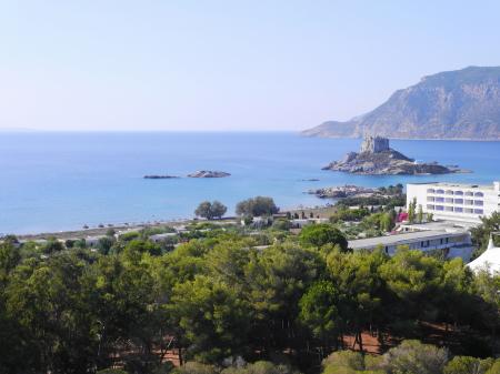 アギオステファノスビーチを望む