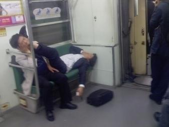 電車内マナー 韓国1