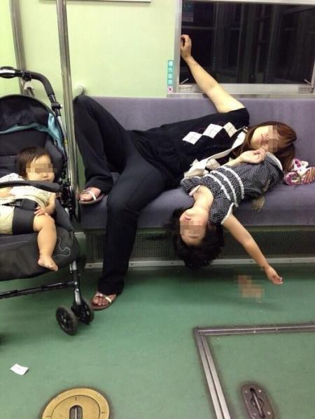 電車内マナー 日本