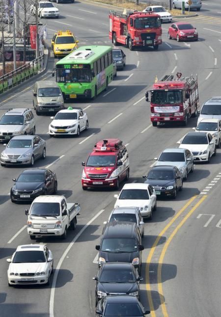 韓国 緊急車両 救急車 道を譲らない