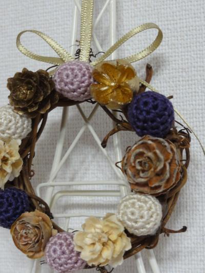 編み玉のリース薄紫3