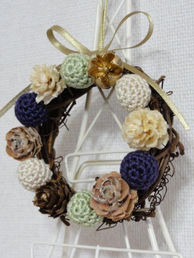 編み玉のリース黄緑3