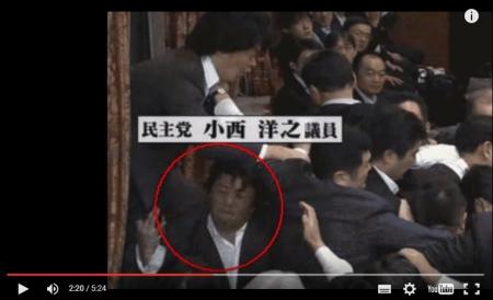 【民主党崩壊】ダイブ小西洋之が議員の顔面を膝蹴りする決定的瞬間の新映像が発見されるwww特定日本人、有田芳生が佐藤正久が暴力を行使とデマを流すwww [嫌韓ちゃんねる ~日本の未来のために~ 記事No5292