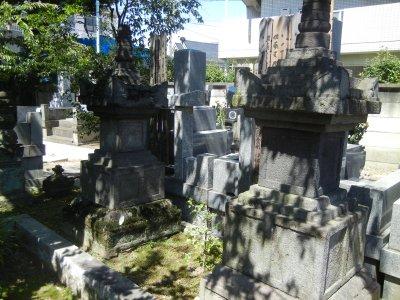 葛西六郎の墓とされる宝篋印塔