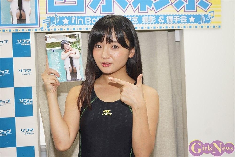 DVD「in Bali」発売記念イベントでソフマップに登場した西永彩奈