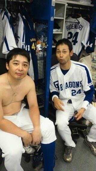 上半身裸の野球選手の肉体