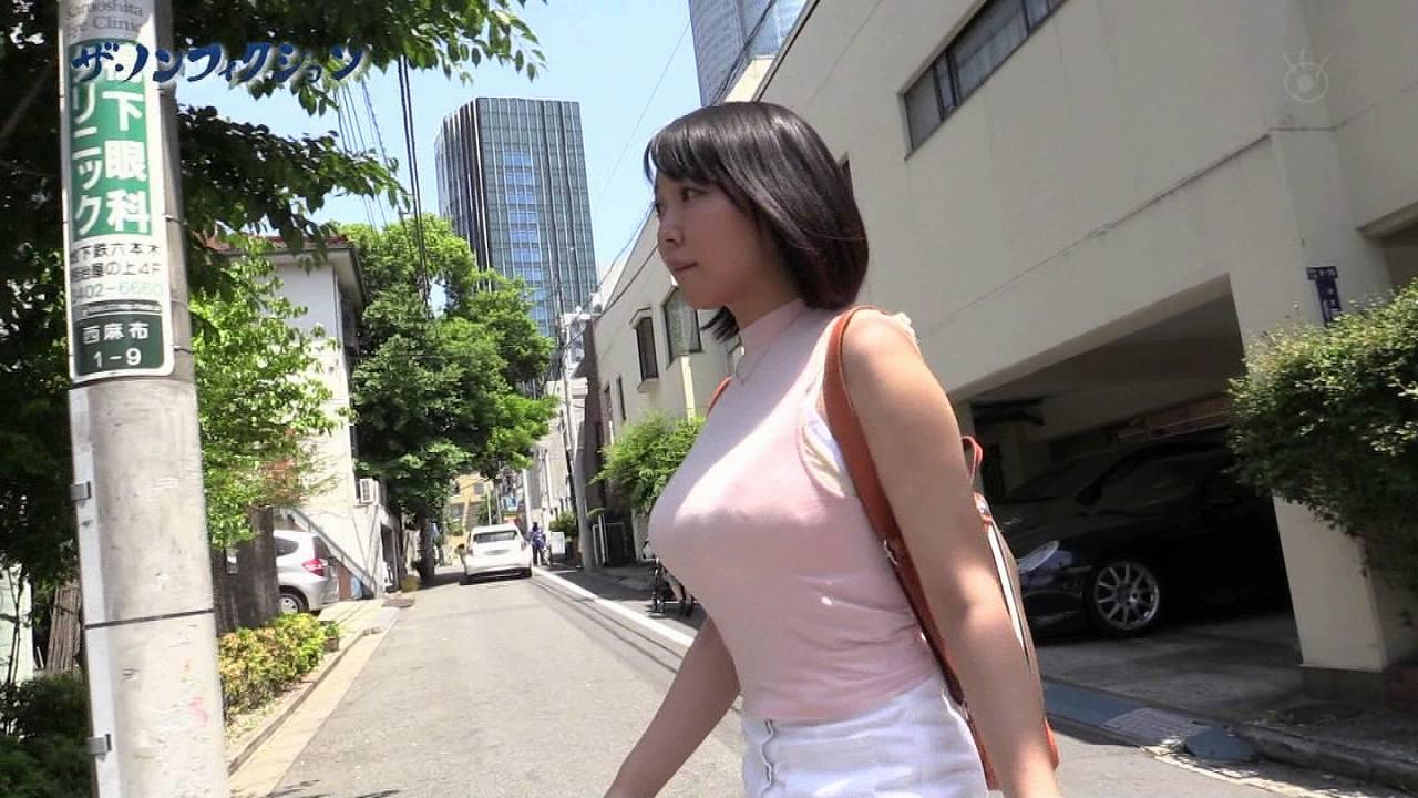 フジテレビ「ザ・ノンフィクション」に出演したIカップ素人の着衣おっぱい横乳
