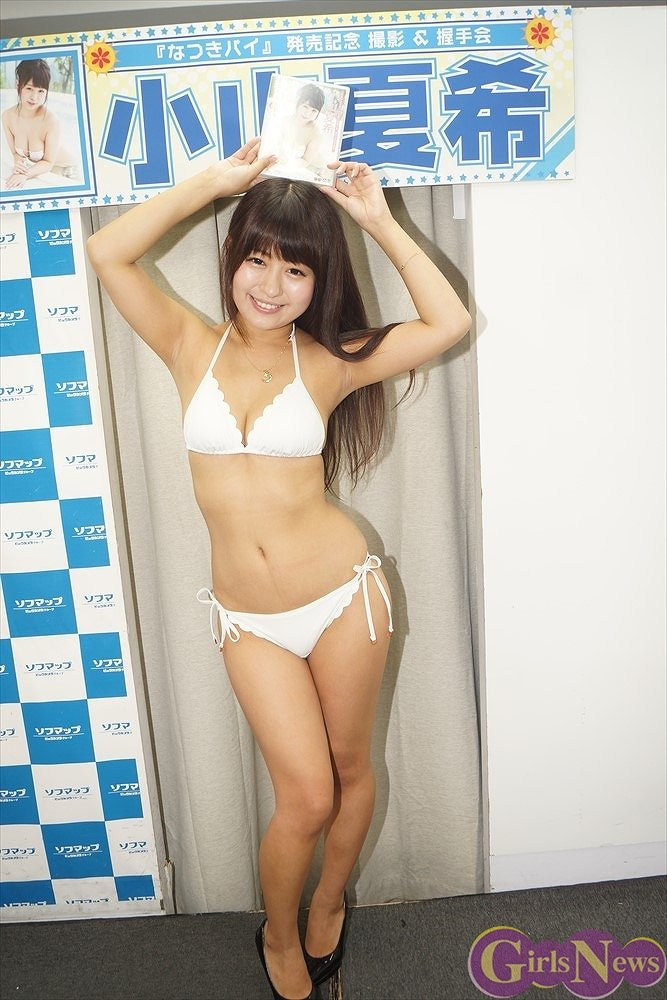 2ndDVD『なつきパイ』の発売記念イベントでソフマップに登場した小山夏希