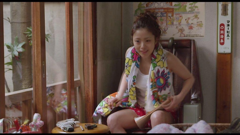 映画「テルマエ・ロマエ」、タンクトップにショートパンツの上戸彩