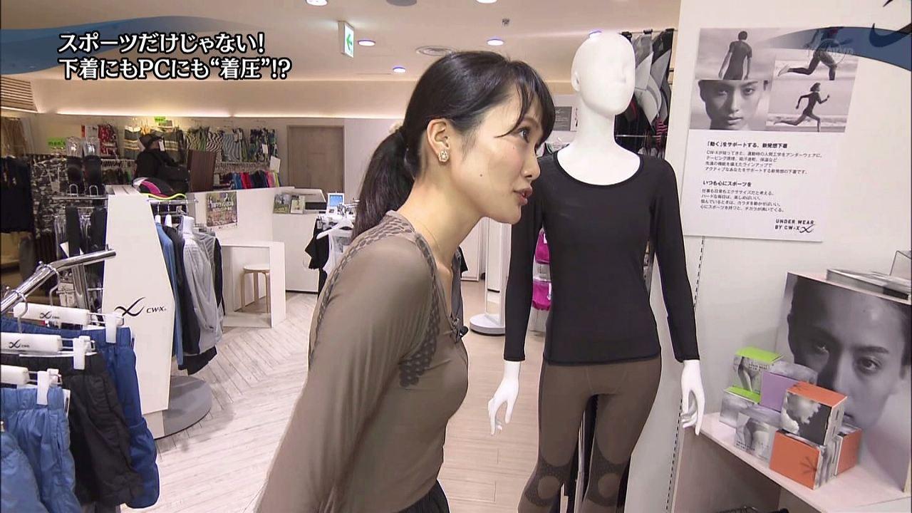 テレ東「WBS(ワールドビジネスサテライト)」で着圧下着を試着した大澤亜季子アナの貧乳おっぱい
