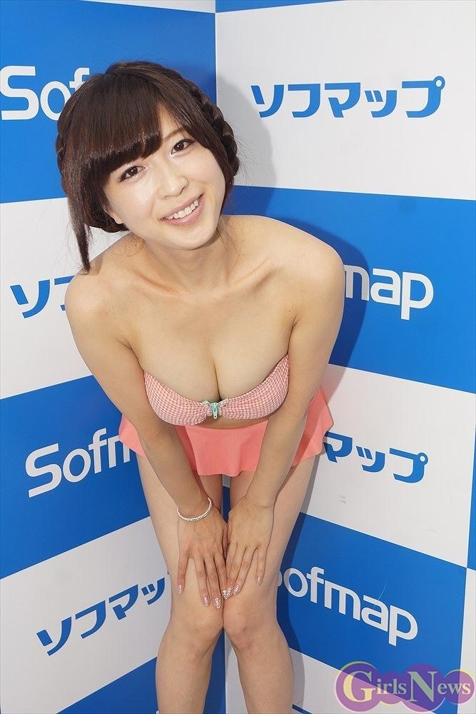2ndDVD『僕のHoney』の発売記念イベントでソフマップに登場した森崎まみ