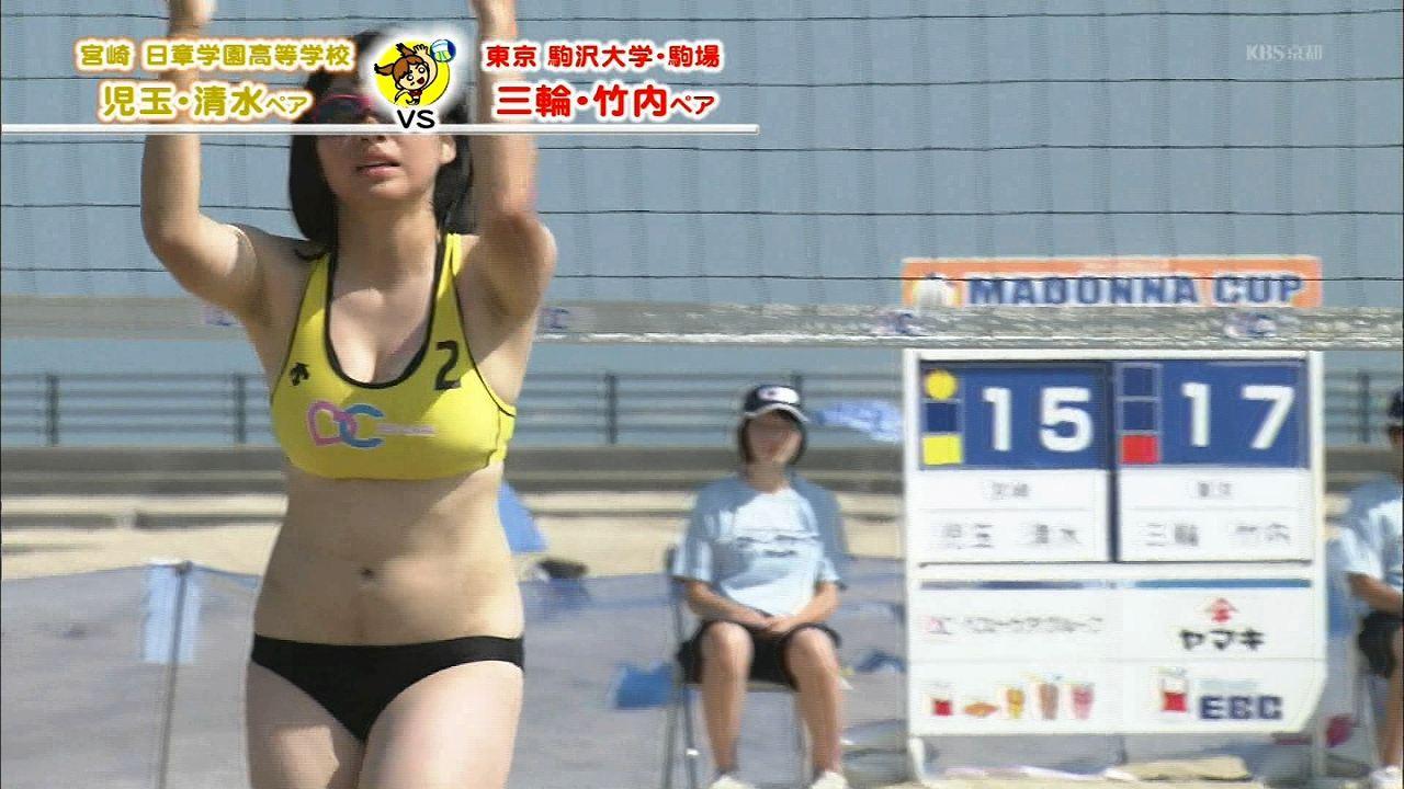 巨乳なビーチバレー女子高生のビキニ姿