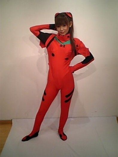 全身スーツを着て短足丸出しの中川翔子