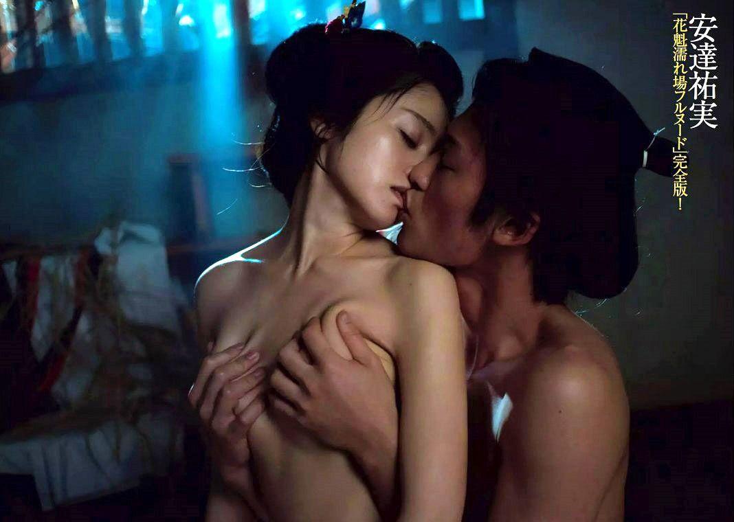 映画『花宵道中』の濡れ場で乳房を鷲掴みにされる安達祐実