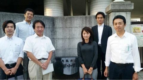 元グラドルで大阪市会議員・佐々木りえの着衣おっぱい