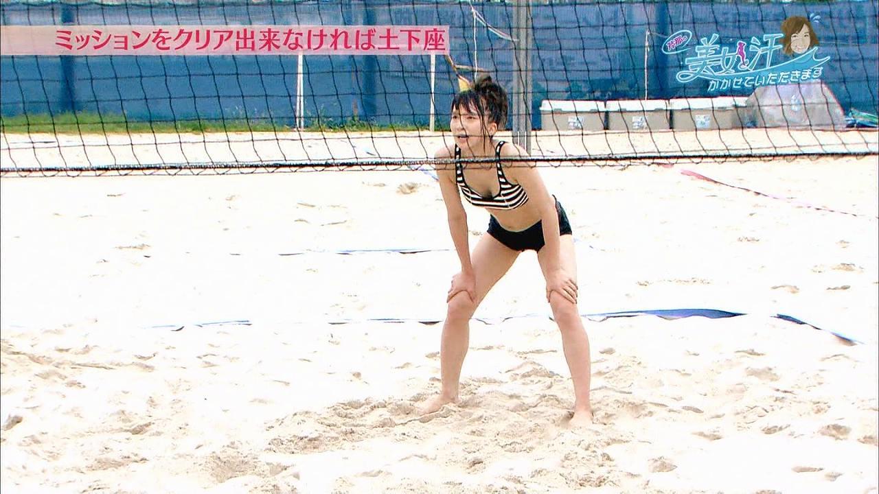 「芹那の美女と汗をかかせていただきます」で汗だくビーチバレーをする芹那