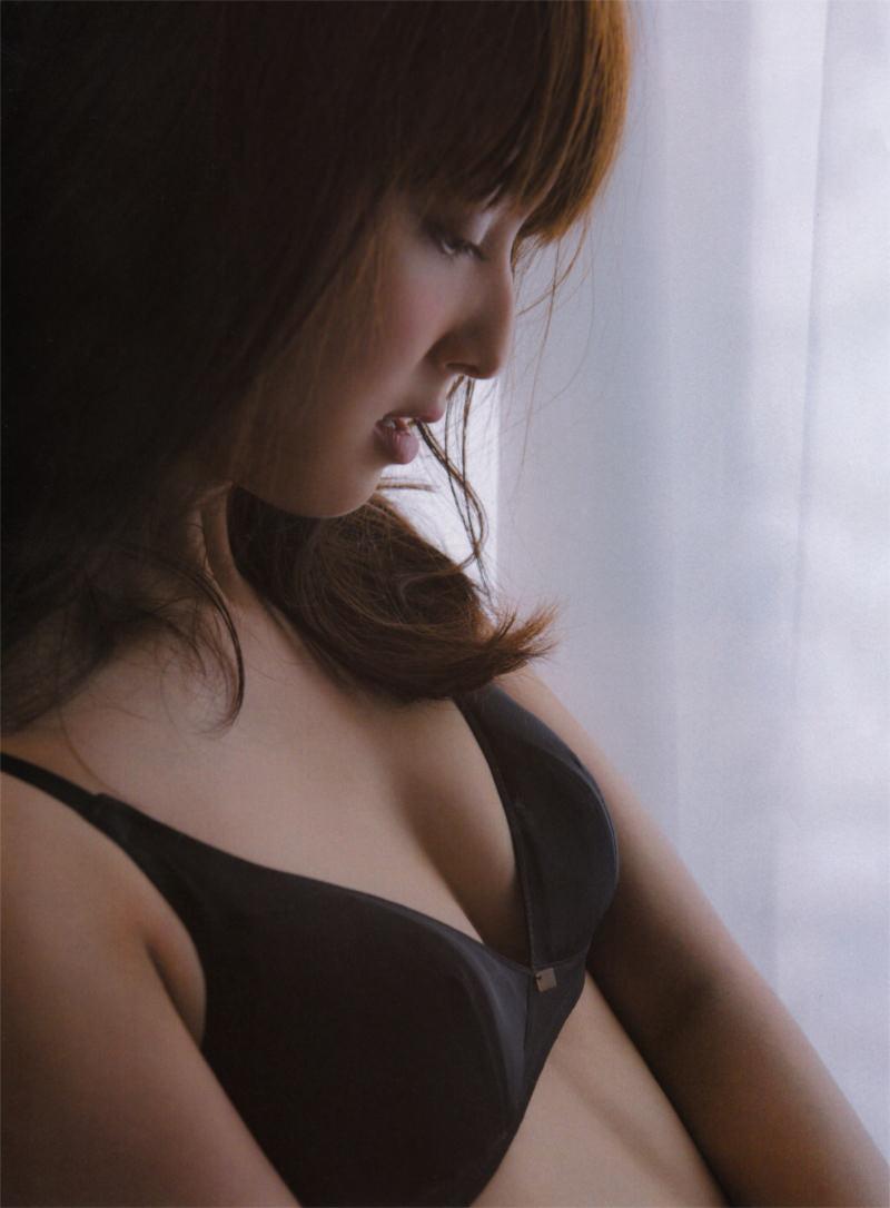 「an・an(アンアン)」、佐々木希の下着グラビア