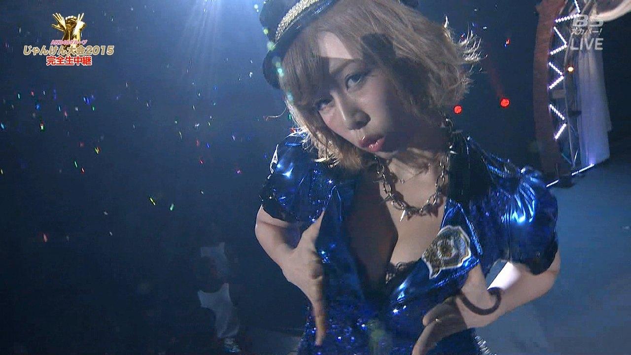 「第6回AKB48グループ ソロシングル争奪じゃんけん大会」で胸の谷間丸出し衣装を着た大家志津香