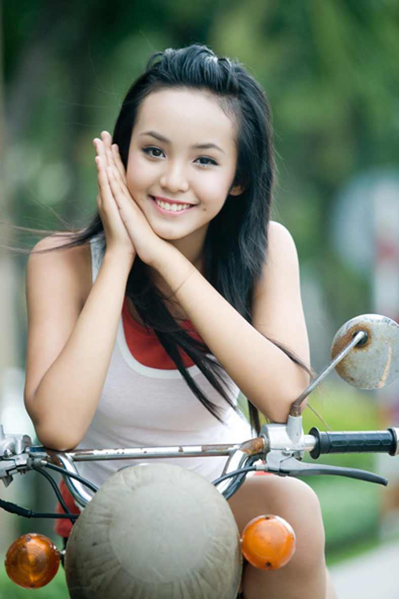 ベトナムの巨乳小学生モデル(12歳)、エリー・トラン・ハ(Le Hoang Bao Tran)