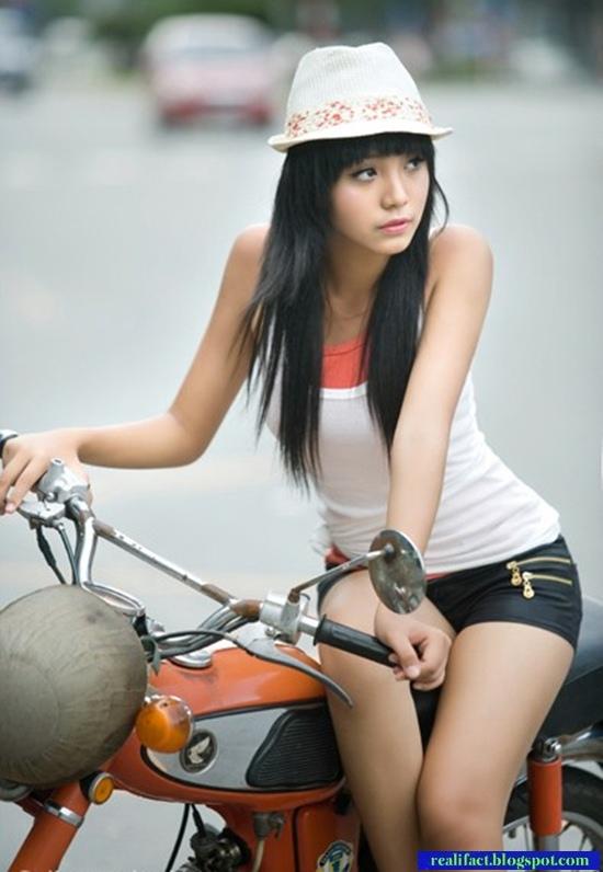 ベトナムの巨乳小学生モデル(12歳)、エリー・トラン・ハ(Hoang Bao Tran Le)