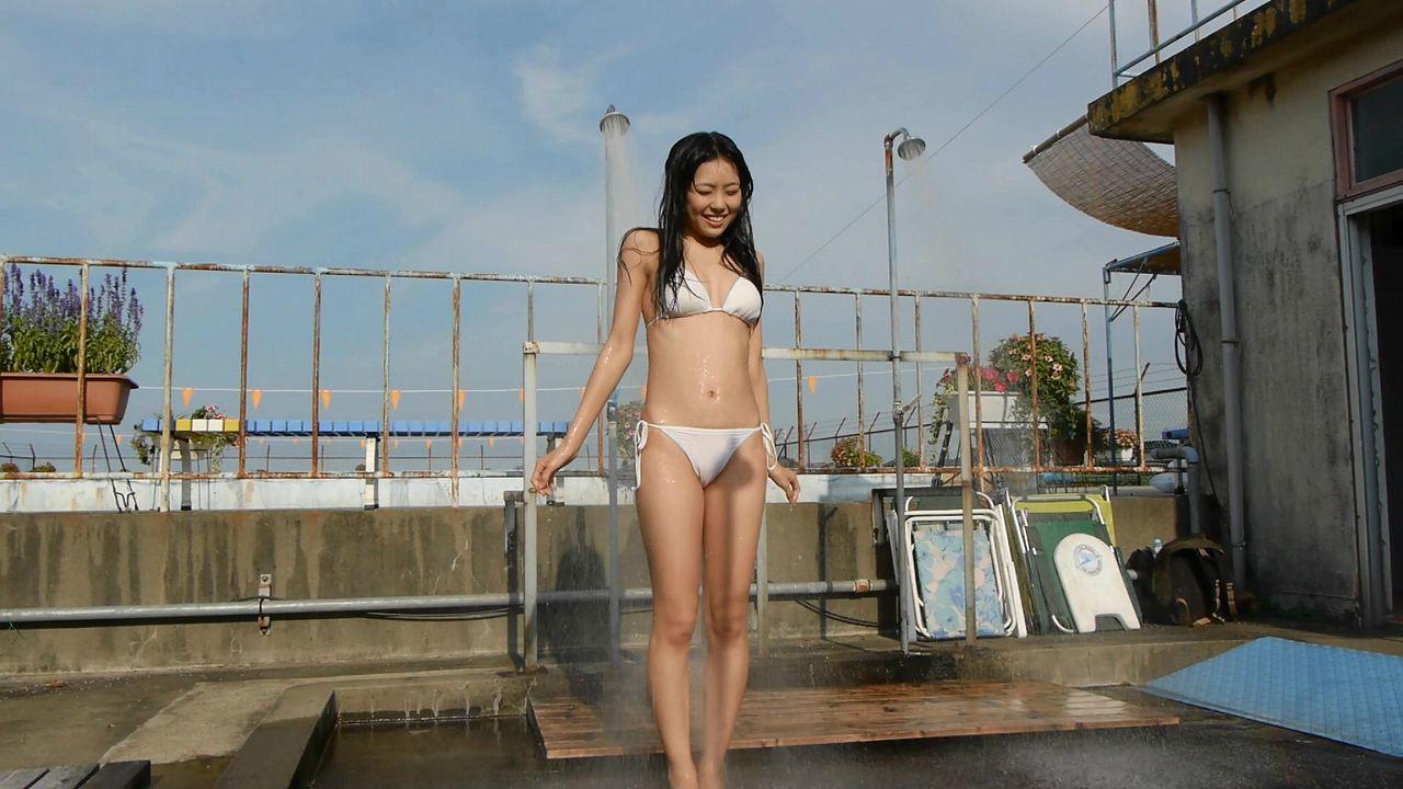 DVDで白いビキニ水着を着て陰毛がはみ出してるNMB48・渡辺美優紀