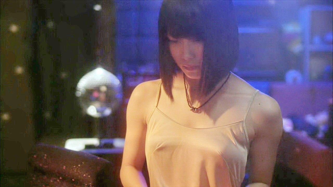 ドラマ「マジすか学園5」でキャミソールから乳首が透けてる横山由依