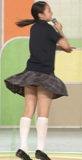 「NHKのど自慢」に出場した女子中学生のパンチラ