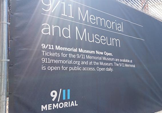 メモリアル博物館看板