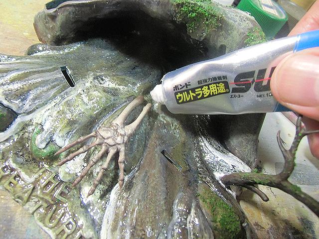 透明接着剤で水を盛る