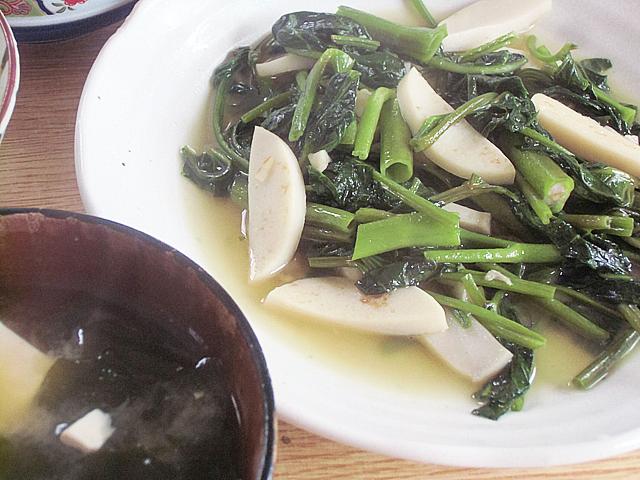 カマボコ空芯菜