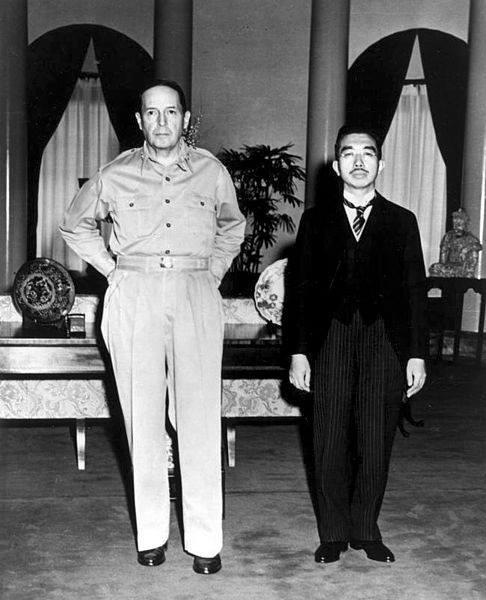 昭和天皇とマッカーサー元帥」