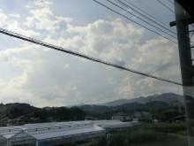 1-ビニルハウス、家、山、雲_bb
