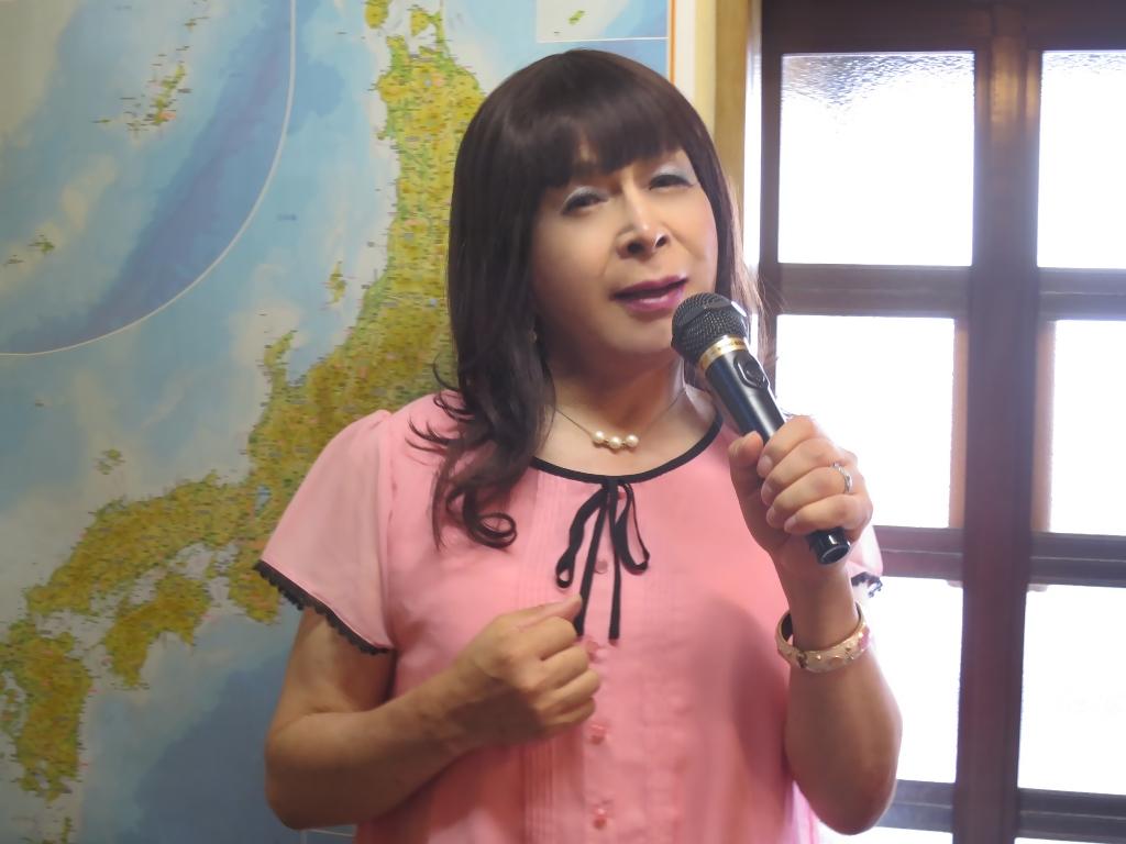 ピンクブラウスカラオケ(3)