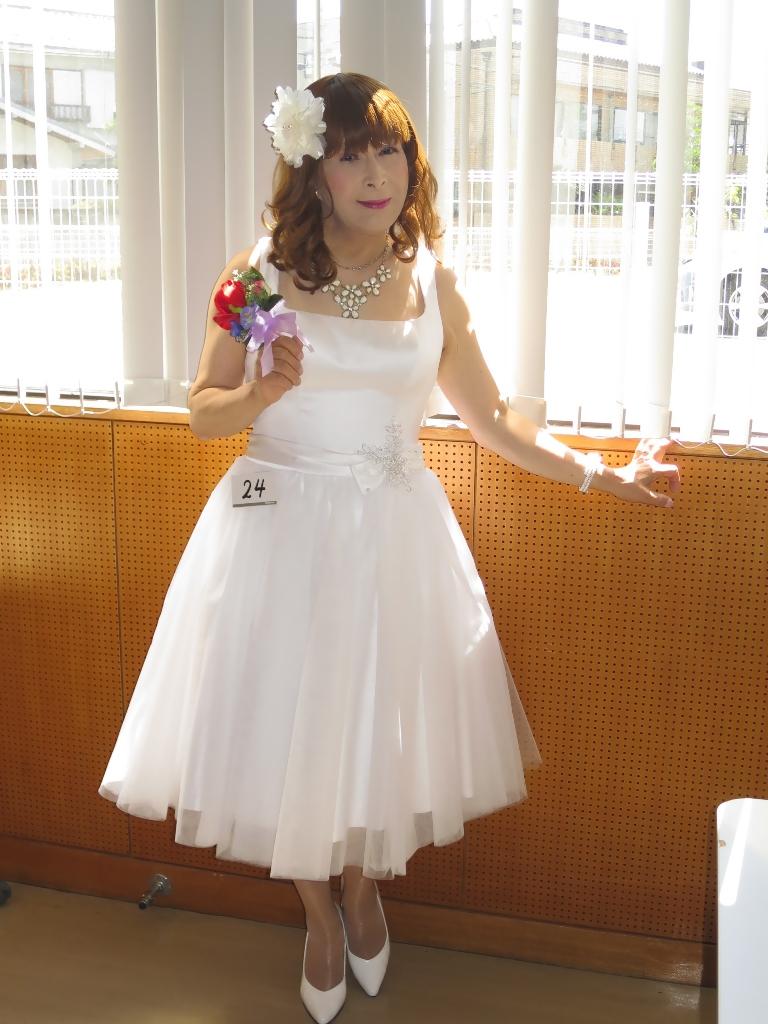 ★白ショートドレス舞台発表会(1)