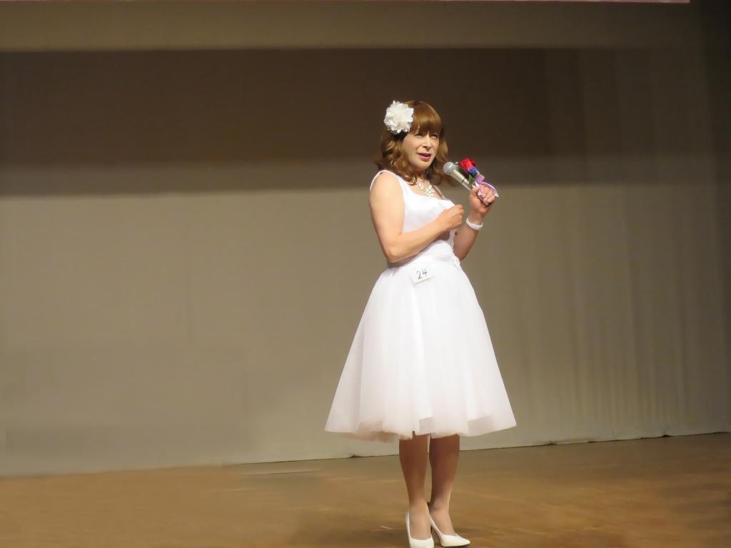 ★白ショートドレス舞台発表会(3)