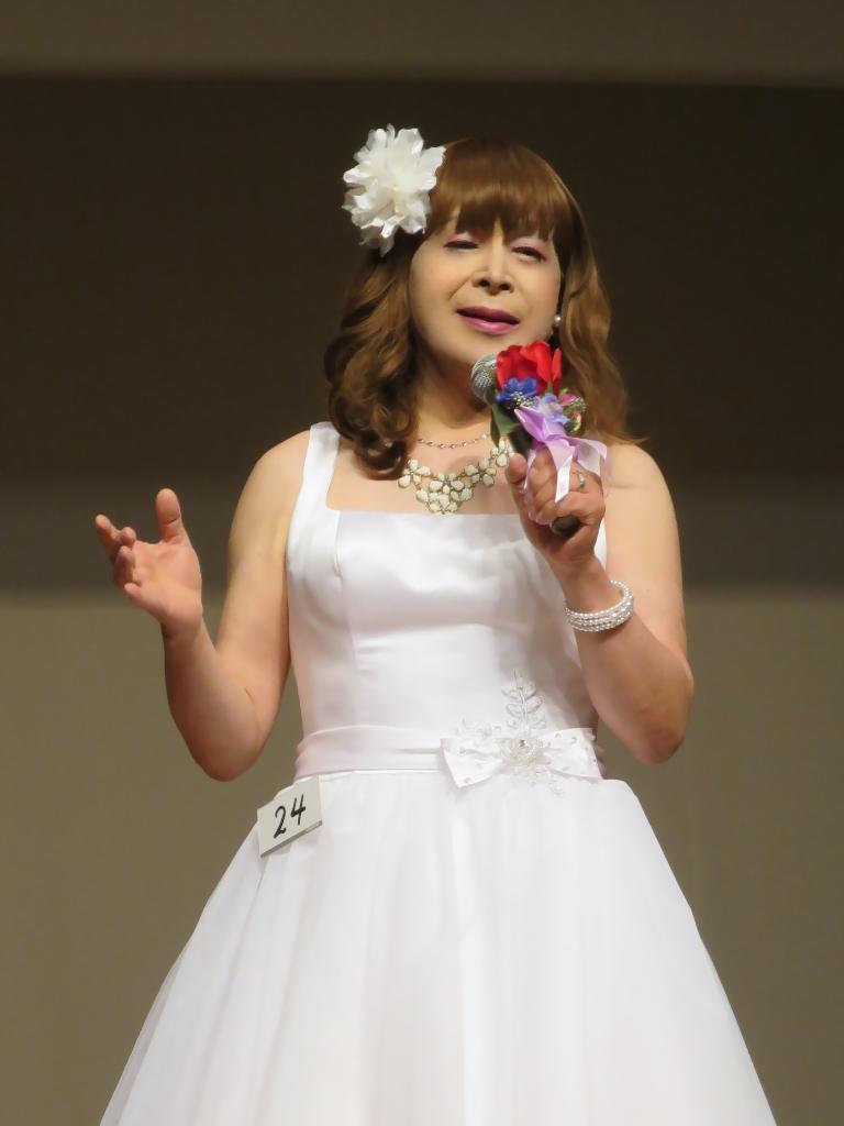 ★白ショートドレス舞台発表会(4)