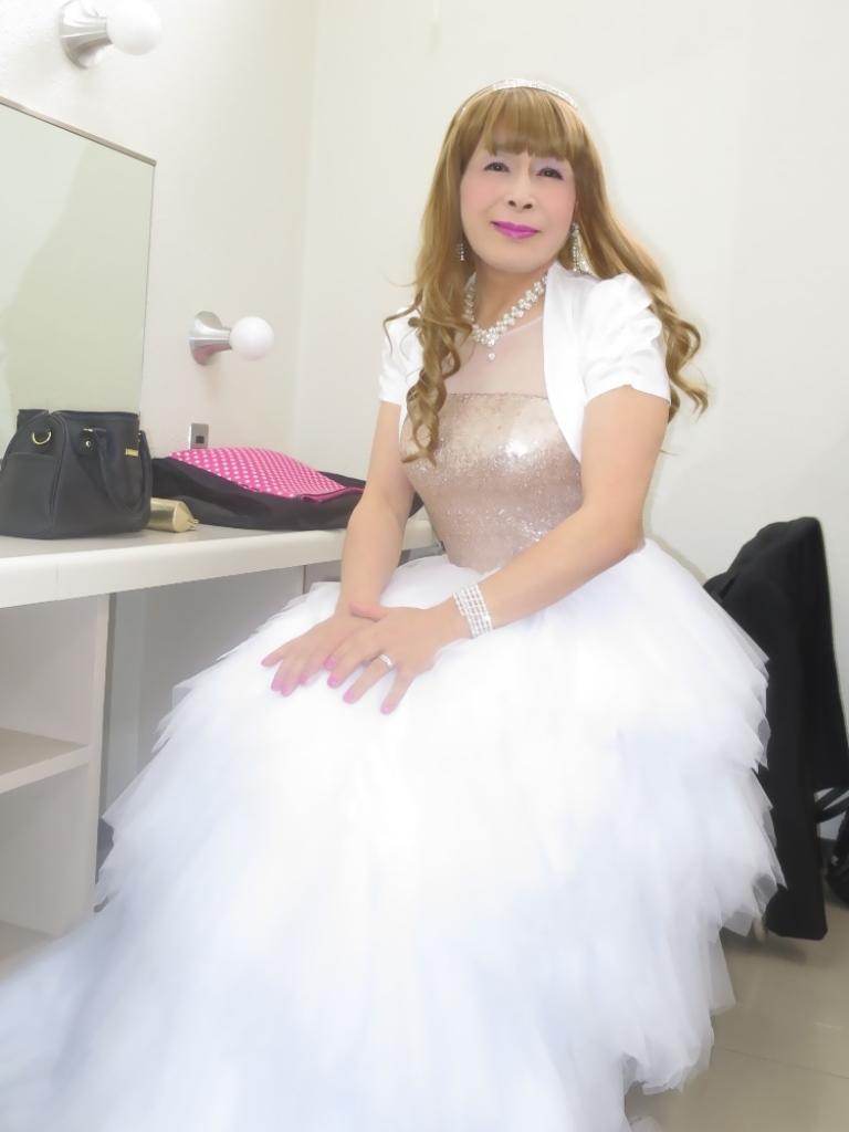★歌謡祭胸スパンコール白ドレス(1)