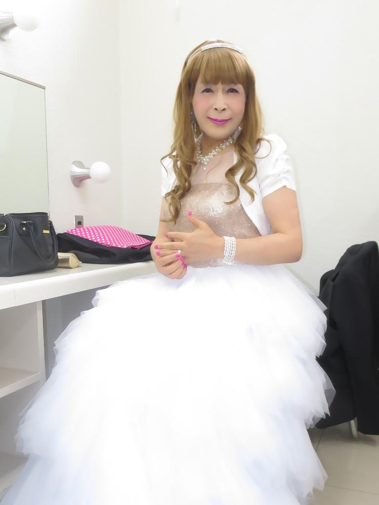 ★歌謡祭胸スパンコール白ドレス(2)
