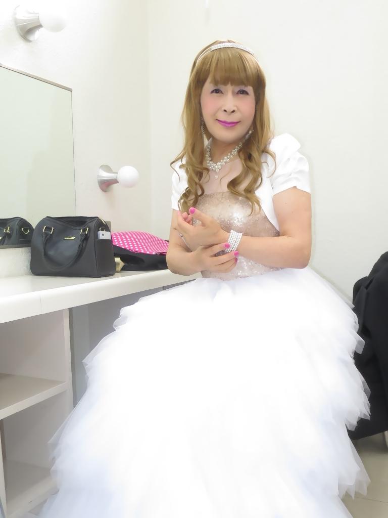 ★歌謡祭胸スパンコール白ドレス(3)