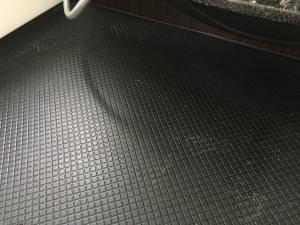 シャンプー置きの台座の下掃除後