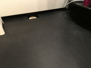 掃除後のお風呂の床