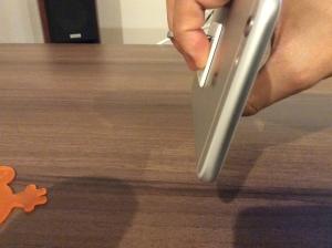 iPhone6sPlusにつけたバンカーリングで持った状態