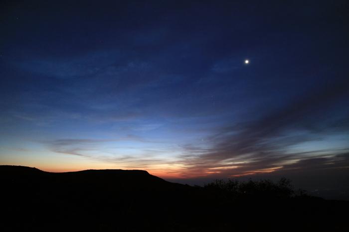 a150923金星と東栗駒山