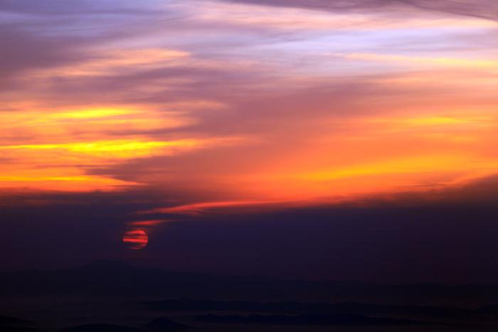 c150923雲を染める朝日